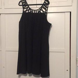 Plus size Sleeveless black dress